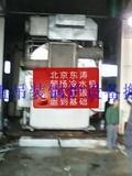 北京朝阳大郊亭冷水机组吊装人工搬运到基础就位